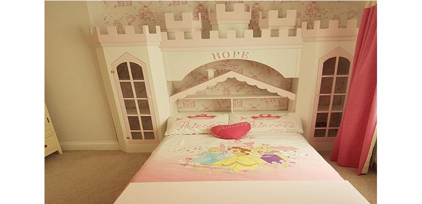 Dollshouse Bed & Princess Palace DisplayCabinet.